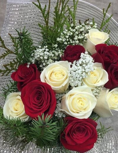 The Holiday Rose Bouquet